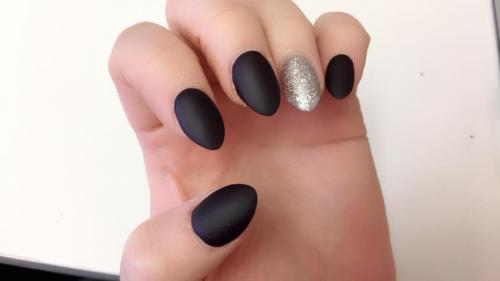 Leather-look-matte-nail-vanish