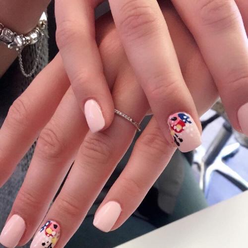 acrylic-nail-extension-with-design